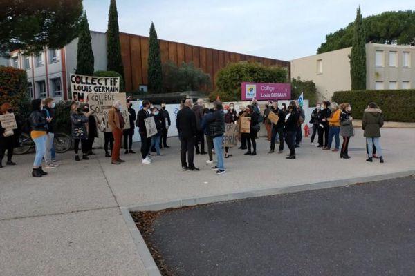 Grève au collège Louis Germain de Saint-Jean-de-Védas (Hérault) pour réclamer le départ de la principale et du gestionnaire