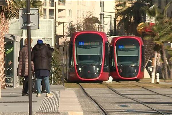 Les rames rouges de la ligne 2 du tramway