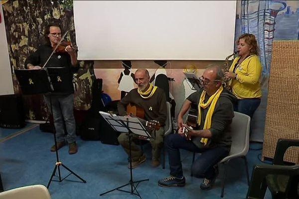 Luis LLach en répétition à la Carmagnole à Montpellier avant le concert de soutien aux prisonniers politiques catalans.