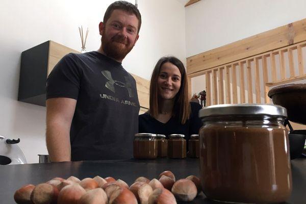A Ebreuil (Allier), après s'être lancé dans la culture de noisettes, une première en Auvergne, l'agriculteur Nicolas Perrin souhaite maintenant fabriquer la première pâte à tartiner auvergnate.