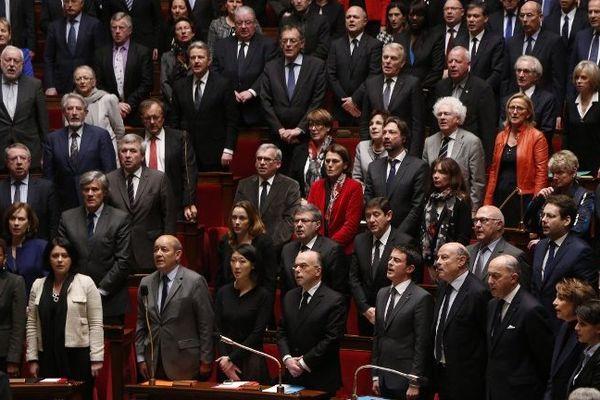 L'assemblée nationale entonne la Marseillaise, à l'initiative du député orléanais Serge Grouard