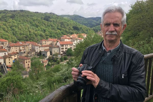 Depuis plus de 10 ans Jean Piludu alias Papou Poustache raconte son Auvergne sur son blog qui a attiré plus d'un million de visiteurs. Il a publié, sur Internet, plus de 2.000 articles sur l'histoire des villages auvergnats. Tout a commencé en Haute-Loire, dans le village d'Auzon.