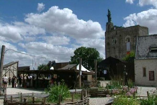 Village médiéval au pied de la forteresse de Montbazon.