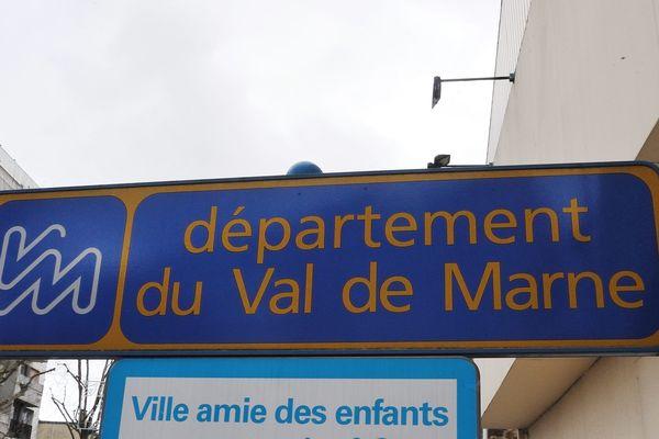 Les trois départements susceptibles d'être supprimés sont le Val-de-Marne, les Hauts-de-Seine et la Seine-Saint-Denis.