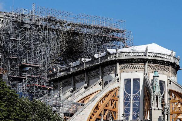 L'incendie de Notre-Dame, le 15 avril dernier, a fait fondre plusieurs centaines de tonnes de plomb, issu entre autres dans la charpente de la flèche et la toiture.