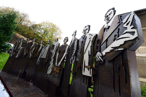 En novembre 2014, à l'occasion de la présentation du nouvel institut franco-chinois, une sculpture représentant 10 étudiants chinois devenus célèbres après leurs études à Lyon est mise en lumière
