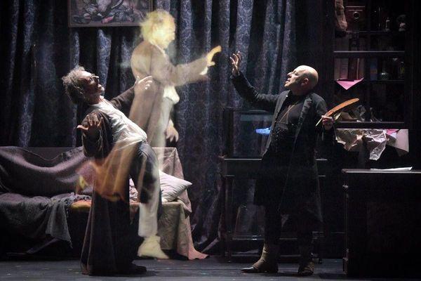 « Faust » Comédie Française, jusqu'au 6 mai au Théâtre du Vieux Colombier (Paris 6e).