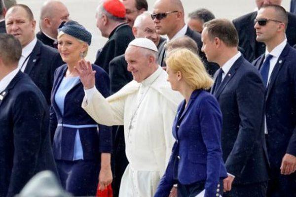 Le pape François à son arrivée en Pologne, mercredi 27 juillet