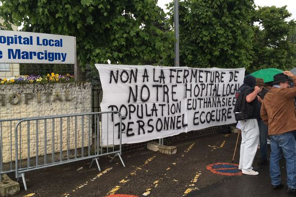 Une centaine de personnes ont participé samedi 26 mai 2018 à une réunion d'information sur la fermeture du service des soins de suite et de réadaptation de l'hôpital de Marcigny, en Saône-et-Loire