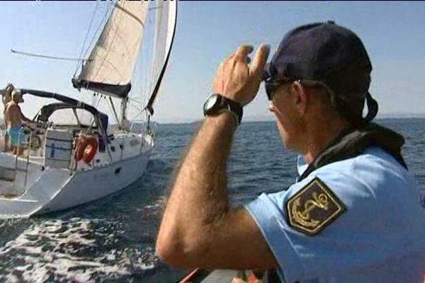 En mer, la surveillance des embarcations