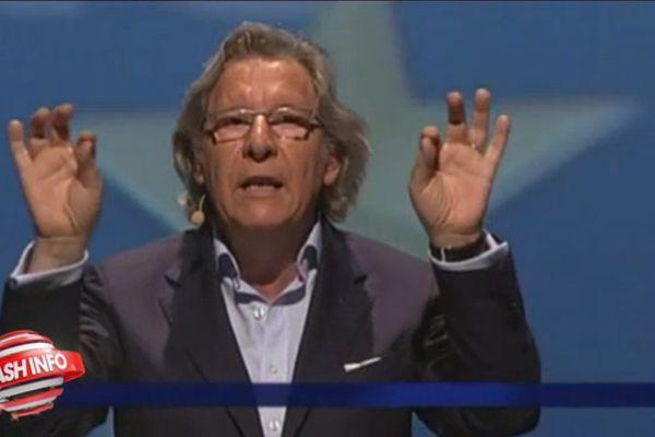 La gestuelle de Gilles Pargneaux, pendant le débat des Européennes, a retenu l'attention du Petit Journal.