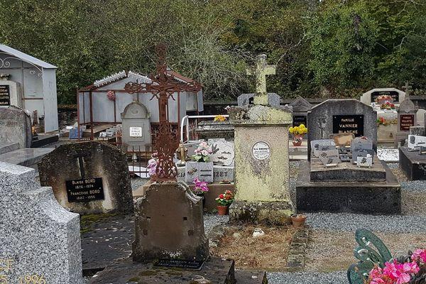 Le cimetière de Bussière-saint-Georges, près de Boussac, dans le nord de la Creuse