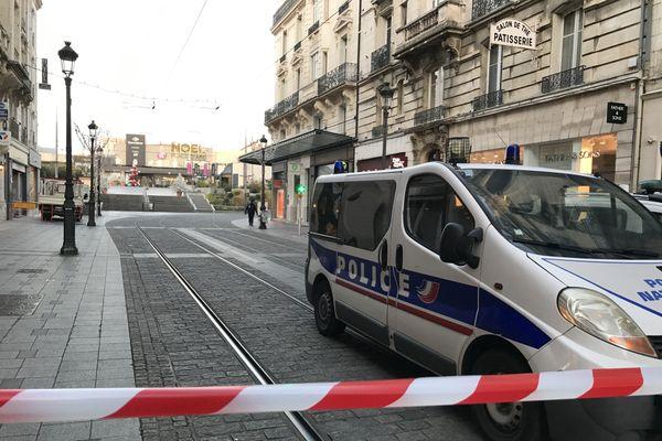 Les rues attenantes à la place Albert Ier sont coupées à la circulation jusqu'à ce que l'alerte soit levée.