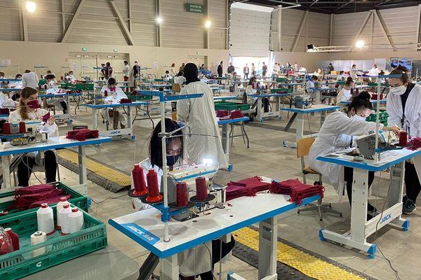 D'apparence inactif, le parc Chanot s'active, pour fabriquer 1 million de masques en quatre mois.