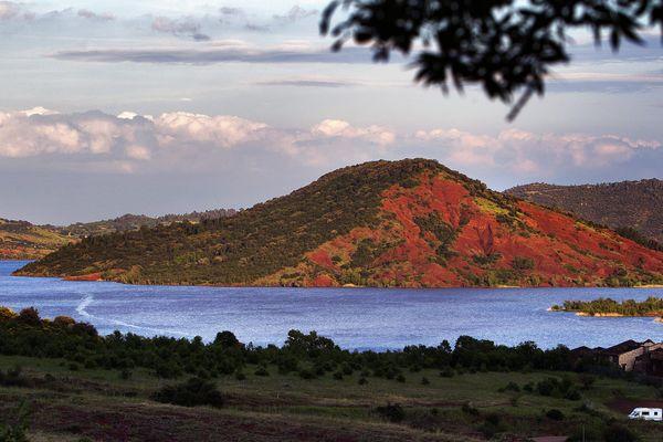 Le lac du Salagou fête les 50 ans de sa mise en eau en 2019.