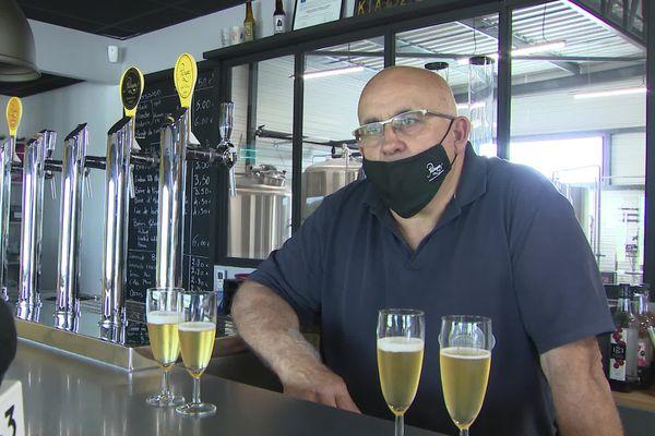 Alain Rossard conseille de la servir dans des coupes de champagne à l'apéro, même sans huîtres.