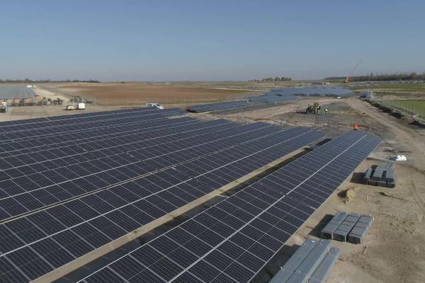 Sur l'ancienne base militaire de Samoussy dans l'Aisne est désormais implantée la plus grande centrale solaire des Hauts-de-France.