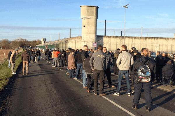 La mobilisation des gardiens de prison, mardi 23 janvier, à la prison de Moulins.