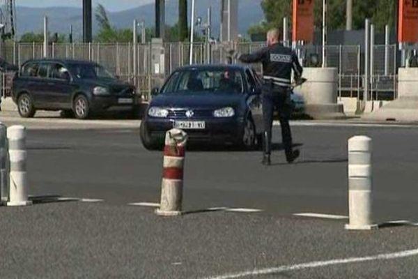 Les douaniers ont contrôlé une dizaine d'automobilistes, samedi au Boulou : aucune infraction n'a été constatée sur le tabac