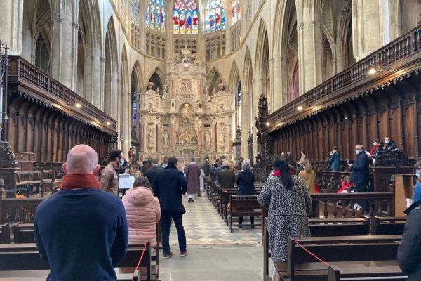 Ce dimanche, les fidèles sont plus de 30 à assister à la messe dans la cathédrale Saint Etienne de Toullouse
