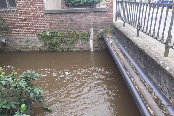 Le niveau de l'Oise continue de monter à Origny-Sainte-Benoîte et pourrait atteindre jusqu'à 3,40 m selon Vigilance Crues.