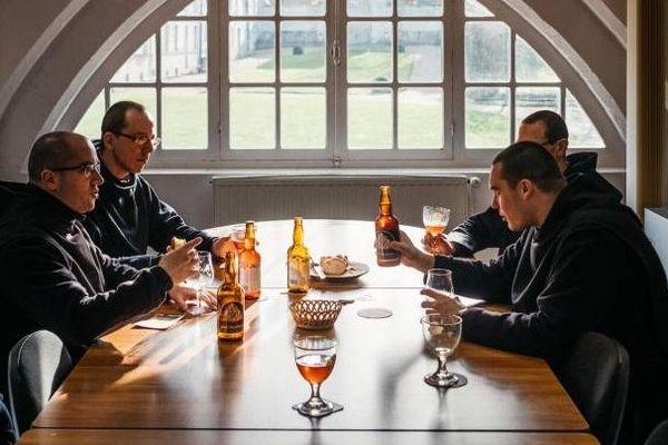 Les moines bénédictins de l'abbaye de Saint-Wandrille n'ont que quelques jours pour écouler leur stock de bières.