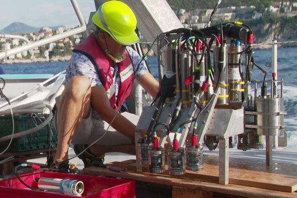 Cet appareil est un système d'imagerie capable de mesurer et de quantifier des particules minuscules de plancton. L'Institut de la Mer de Villefranche est spécialisé dans l'imagerie quantitative en particulier planctonique.