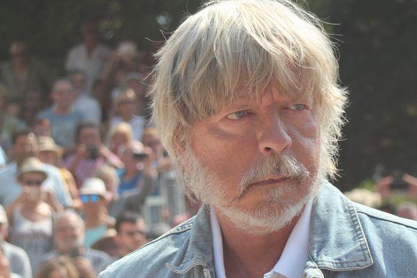 Renaud au grand prix de pétanque des célébrités à l'Isle-sur-la-Sorgue en juin 2017.