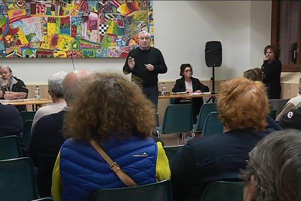 Une cinquantaine de citoyens sont venus débattre à Aspet (31)