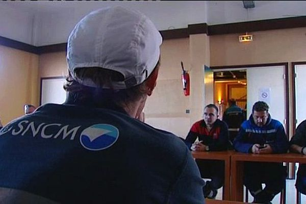 02/12/14 - Des salariés de la SNCM ont été reçus par le président de l'Office des transports de la Corse