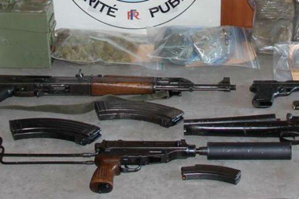 Les armes retrouvées mardi près de la cité Félix Pyat à Marseille.