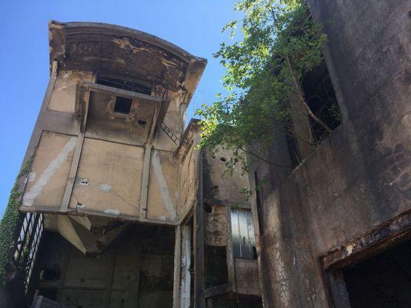 Floing-Gaulier dans la banlieue de Sedan. Les ruines de l'ancienne usine textile de l'Espérance où les soldats allemands se sont abrités pendant leur offensive sur la ville ardennaise.
