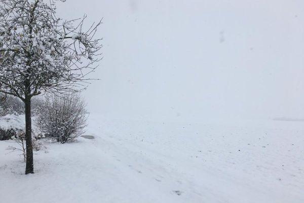 Un paysage blanc de neige à Battenheim.