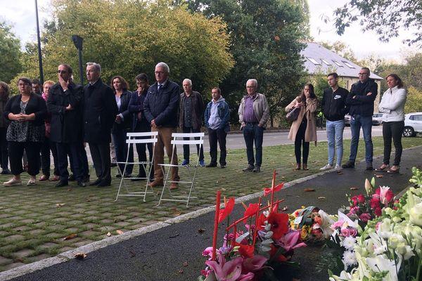Comme chaque année depuis la collision, dans laquelle trois personnes sont mortes, un hommage a été rendu aux victimes à Saint-Médard-sur-Ille