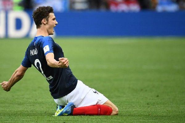 """Benjamin Pavard, auteur du """"plus beau but"""" de la Coupe du Monde 2018"""