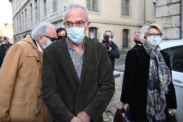Jean-Pierre Fouillot et sa femme Isabelle, devant le tribunal de Vesoul, ce 18 novembre 2020.