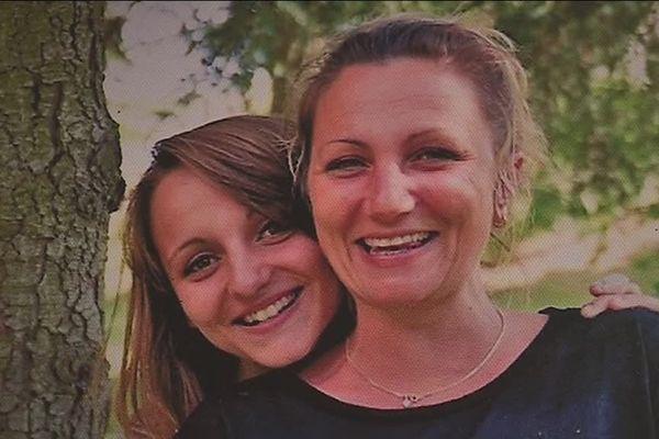 Alexia avec sa mère.