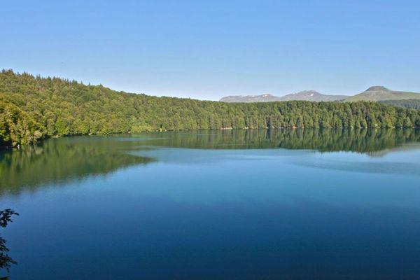 Le lac Pavin, insondable, propice aux légendes