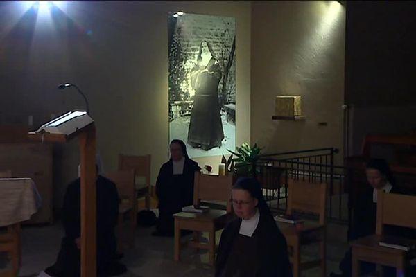 Sœurs du Carmel de Flavignerot à la prière