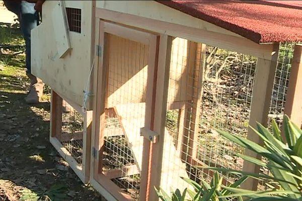 Ce poulailler est offert par le Sittomat  dès l'achat de deux poules.
