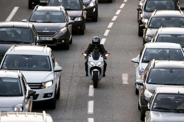 Illustration - Motards : l'expérimentation de la circulation entre deux files dans les Bouches-du-Rhône a pris fin le 31 janvier 2021.