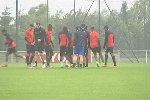 Reprise de l'entraînement pluvieuse à Valenciennes.