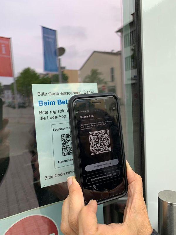 Pour entrer dans l'office du tourisme, il faut scanner un QR code via l'application Luca App