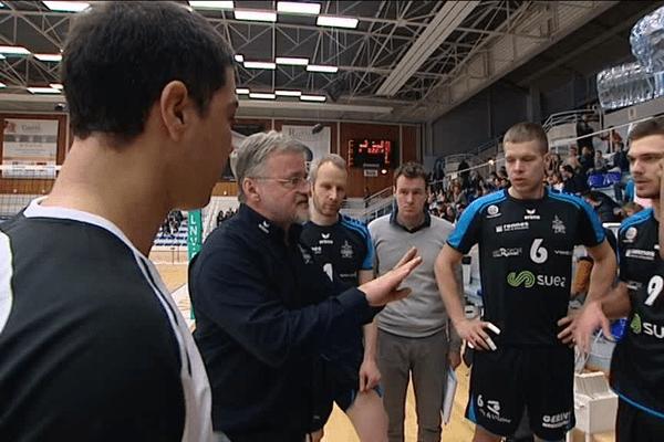 Le coach et ses joueurs