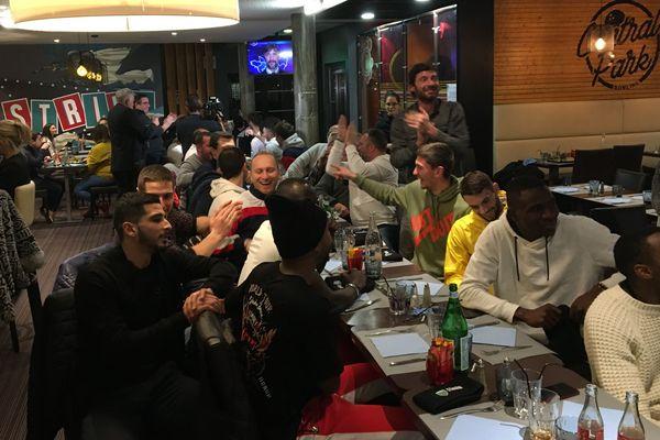 La joie des joueurs de Prix les Mézières lors du tirage au sort des 16 ème de la Coupe de France de football