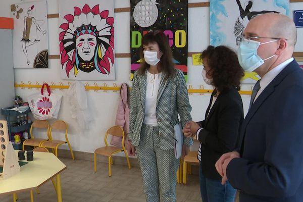 Castelnau-le-Lez (Hérault) - visite de la rectrice de l'Académie de Montpellier dans une classe version déconfinement - 5 mai 2020.