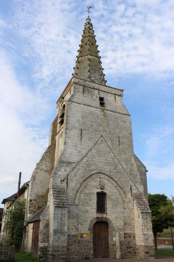 La surprenante église Saint-Martin et son clocher à flèches à crochets sculptés