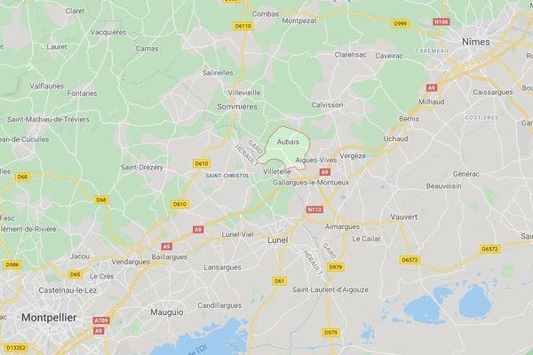 Le feu s'est déclaré vers 23h dans la nuit du mardi 3 au mercredi 4 mars 2020, rue du Roc dans le village d'Aubais à la limite entre le Gard et l'Hérault.