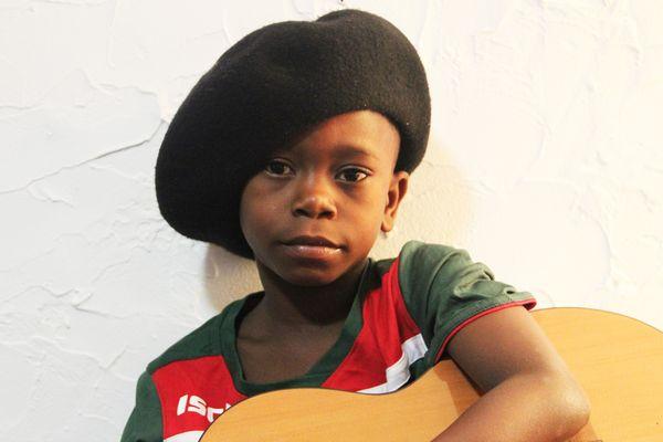 Espoir est un garçon de 7 ans originaire du Congo-Brazzaville