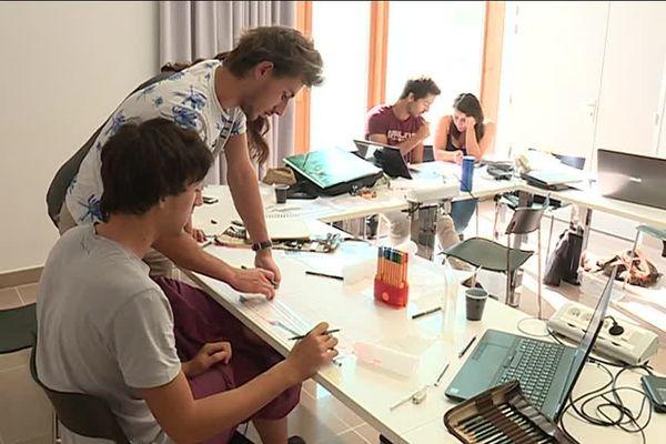 Les étudiants sont en 3ème année de licence à l'école nationale d'architecture de Nancy, et ont passé la semaine du 18 au 22 septembre à étudier quatre projets de réhabilitation dans la ville de Dijon